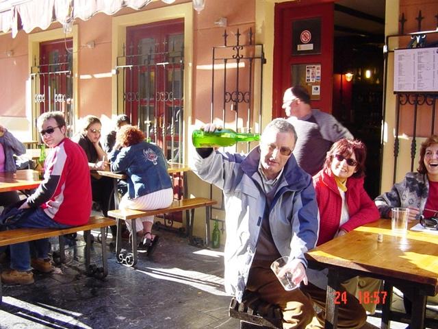 24-04-2004 Escanciando en Gijón