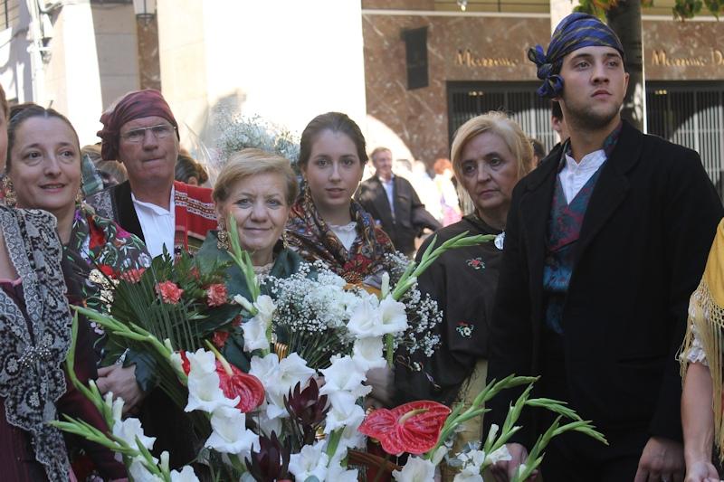 12-10-2013 Ofrenda de flores