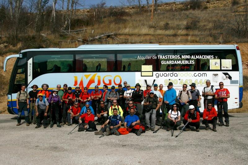 Bonito grupo con autobús
