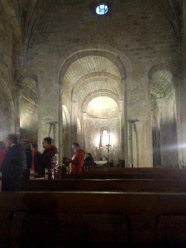 Interior de la iglesia del monasterio de Leyre