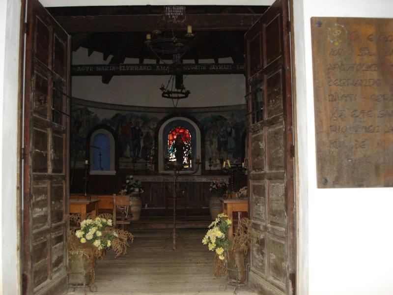 Interior de la ermita de nuestra señora de las nieves en Irati